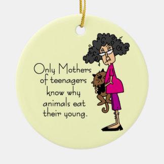 Madres de adolescentes adorno redondo de cerámica