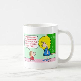 maestro de jardín de infancia pagado taza de café