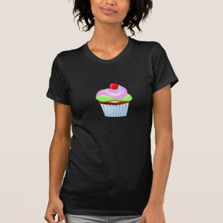 Magdalena con la cereza en la camiseta de las