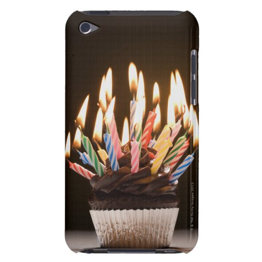 Magdalena con las velas del cumpleaños funda para iPod de barely there