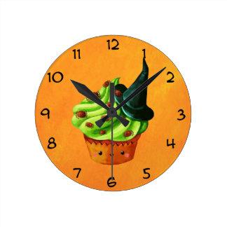 Magdalena de Halloween por completo de arañas Reloj Redondo Mediano