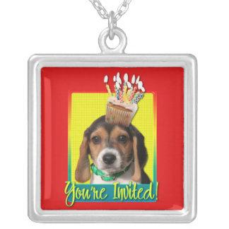 Magdalena de la invitación - perrito del beagle -  colgante