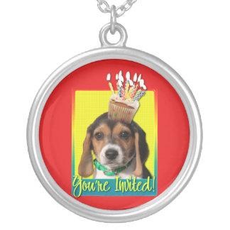 Magdalena de la invitación - perrito del beagle -  collar