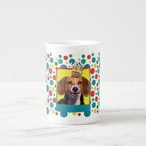 Magdalena del cumpleaños - beagle taza de porcelana