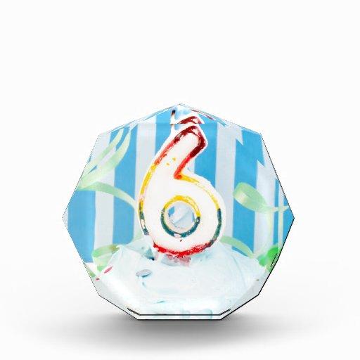 Magdalena del cumpleaños con el número seis velas