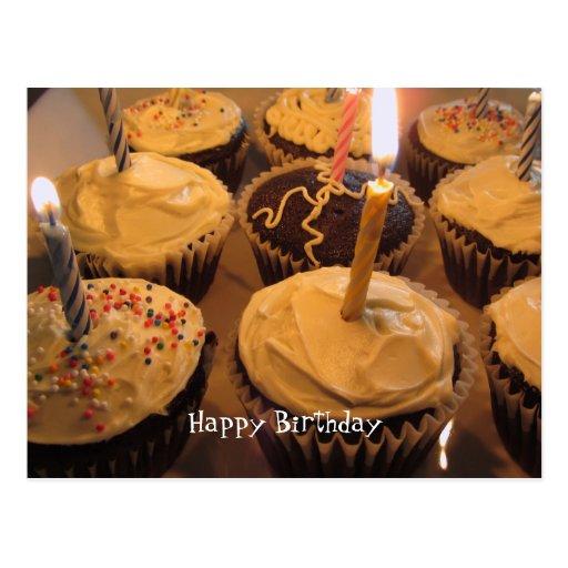 Magdalena del cumpleaños con las velas tarjeta postal