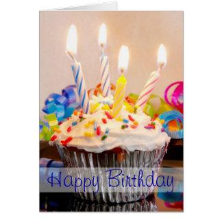 Magdalena del feliz cumpleaños con las velas tarjeta de felicitación