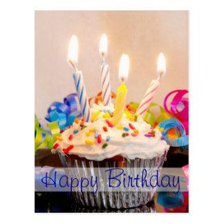 Magdalena del feliz cumpleaños con las velas postal