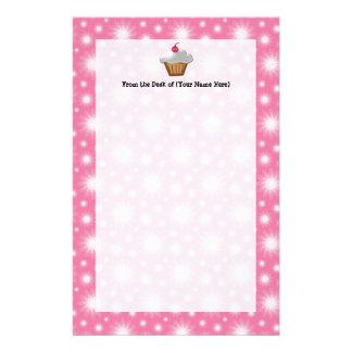 Magdalena del recorte con la cereza rosada en el papeleria personalizada