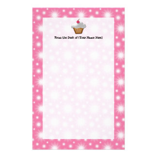 Magdalena del recorte con la cereza rosada en el t papeleria personalizada