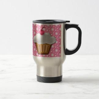 Magdalena del recorte con la cereza rosada en el t tazas de café
