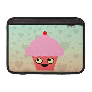 Magdalena dulce de Kawaii en un fondo de los coraz Funda MacBook