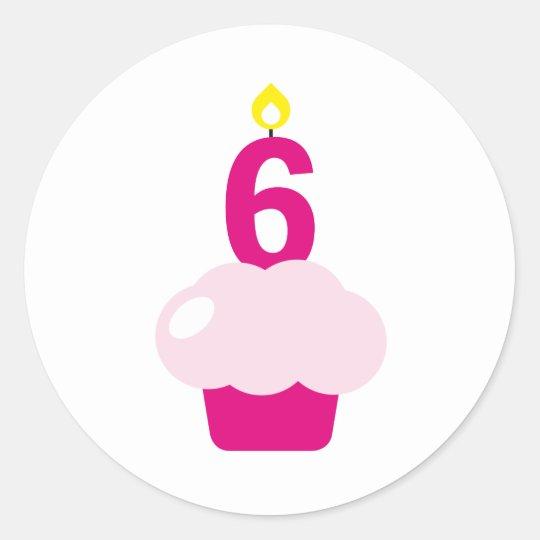 Magdalena linda con la vela del cumpleaños pegatina redonda