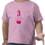 Magdalena linda con la vela del cumpleaños camiseta