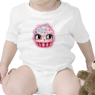 Magdalena linda por la pelusa traje de bebé