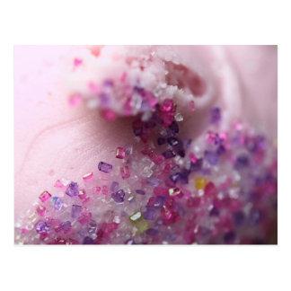 Magdalena rosada con el azúcar rosado y púrpura postal