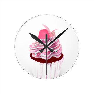 Magdalena rosada deliciosa reloj redondo mediano