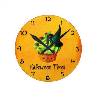 Magdalena verde linda de Halloween Reloj