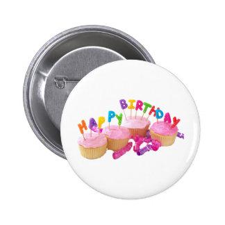 Magdalena y velas del feliz cumpleaños pin redondo de 2 pulgadas