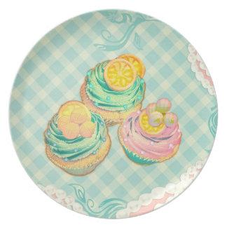 magdalenas con el modelo en colores lindos platos
