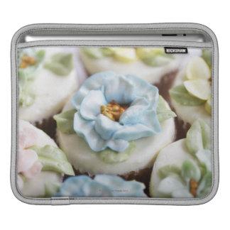 Magdalenas con la formación de hielo de la flor funda para iPads