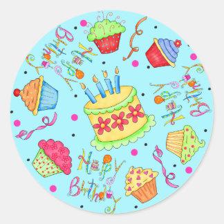 Magdalenas de las azules turquesas y cumpleaños de pegatina redonda