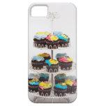 Magdalenas del chocolate en un soporte de la torta iPhone 5 carcasa