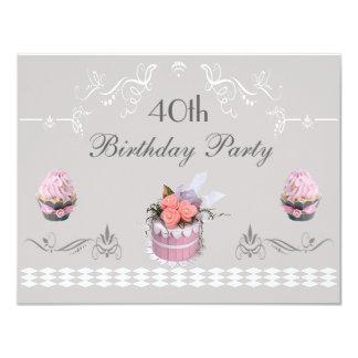 """Magdalenas elegantes rosa y cumpleaños del gris invitación 4.25"""" x 5.5"""""""
