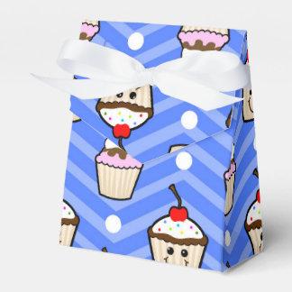 Magdalenas felices en las rayas púrpuras de caja para regalos de fiestas