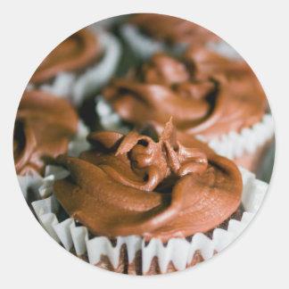 Magdalenas heladas chocolate en una foto de la pegatina redonda