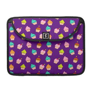 Magdalenas lindas deliciosas en púrpura fundas para macbook pro