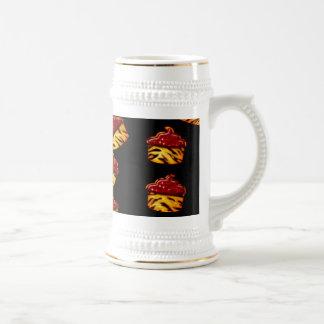 Magdalenas rayadas del tigre en negro taza de café