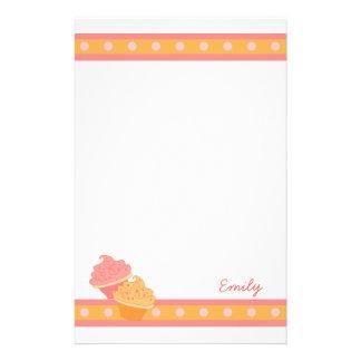 Magdalenas rosadas y anaranjadas papeleria personalizada