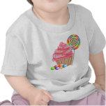 Magdalenas y camiseta del cumpleaños del caramelo