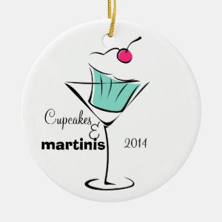 Magdalenas y martinis adorno navideño redondo de cerámica