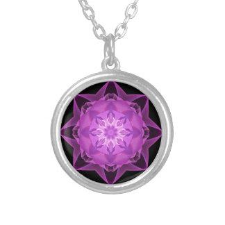 Magenta de Stardust del fractal Collar Plateado