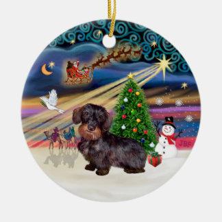 Magia de Navidad - Dachshund cabelludo del alambre Adorno Redondo De Cerámica