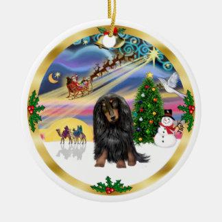 Magia de Navidad - Dachshund de pelo largo (de BT) Adorno Redondo De Cerámica