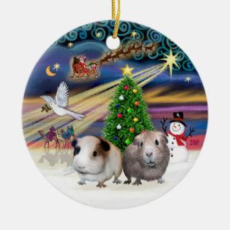 Magia de Navidad - dos conejillos de Indias Adorno Navideño Redondo De Cerámica