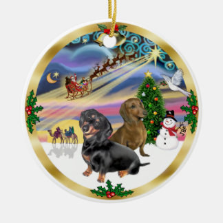 Magia de Navidad - dos Dachshunds (bl+rd) Adorno Redondo De Cerámica