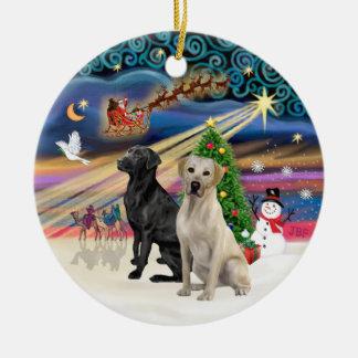 Magia de Navidad - dos Labradors negro +Amarillo Adorno