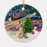 Magia de Navidad - fox terrier (alambre 3) Ornamentos De Reyes