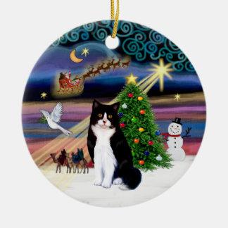 Magia de Navidad - gato blanco y negro Adorno Redondo De Cerámica