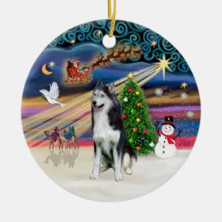 Magia de Navidad - husky siberiano 2 Adorno Redondo De Cerámica