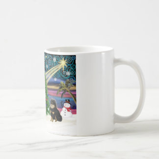 Magia de Navidad - Negro-Moreno de Pomeranian Taza Clásica