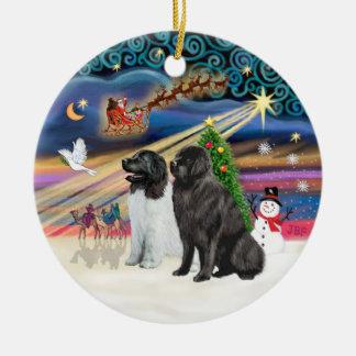 Magia de Navidad - Newfoundlands (TWO-LdS+Negro) Adorno Redondo De Cerámica