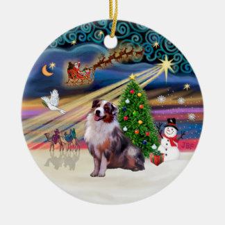 Magia de Navidad - pastor australiano 1 (merle) Adorno Redondo De Cerámica