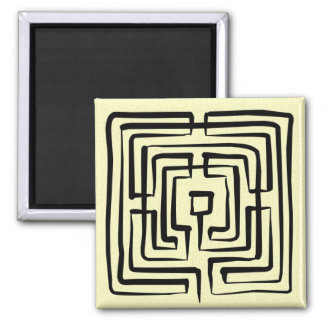 Magnet crossing labyrinth brush square