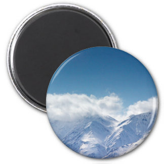 Magnet with photo of snowy mountaintop