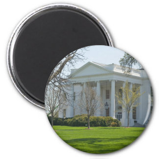 Magnet with White House